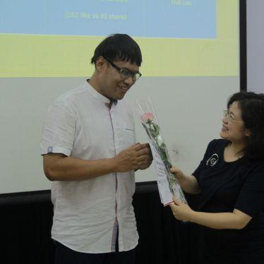 Nam sinh khiếm thị Thái đoạt giải nhất viết về Việt Nam